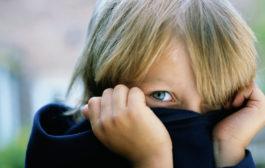 چگونه به کودک کمرو خود کمک کنیم