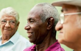 تناقض پیر شدن: هر چقدر پیرتر میشویم شادتر هستیم