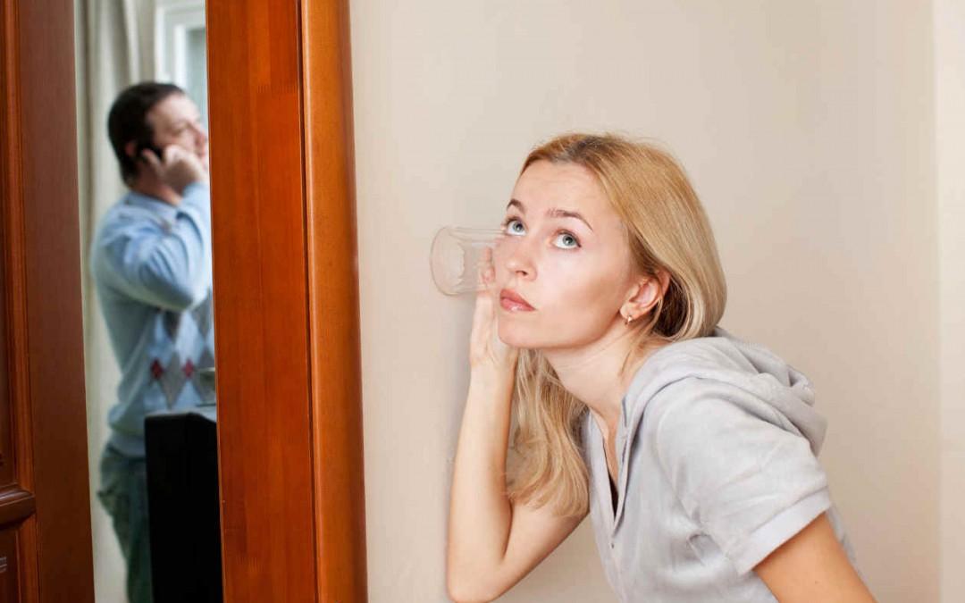 چگونه با حسادت همسرمان کنار بیاییم؟ آتشها را خاموش کنید، قبل از اینکه رابطه شما را بسوزاند