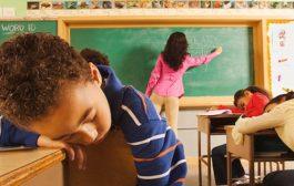 چه طور با دوست نداشتن معلم توسط فرزندمان کنار بیاییم و یا مشکل را حل کنیم؟