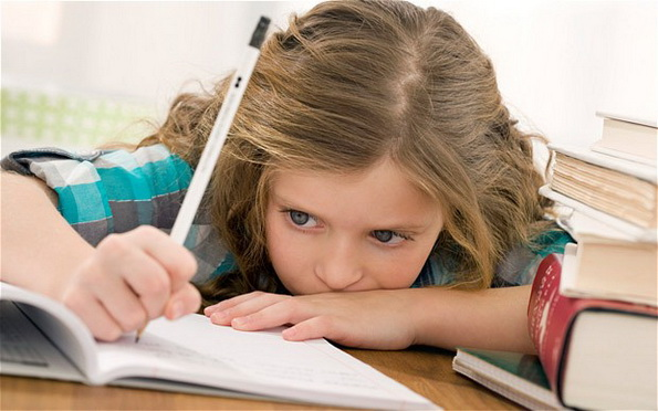 برای حل مشکل تکلیف فرزندتان با عملتان از گفتارتان حمایت کنید