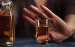 علائمی که در افراد معتاد به الکل میتوانیم ببینیم چیست؟