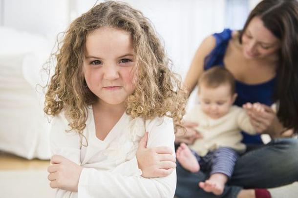 چگونه از حسادت کودکمان به بچهی کوچکتر جلوگیری کنیم؟