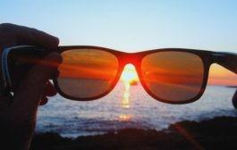 استفاده از عینکهای مسدودکننده نور آبی میتواند نشانههای شیدایی را کاهش دهد