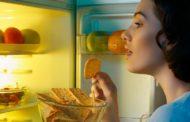 غذا خوردن در نیمه شب به مغز آسیب می زند