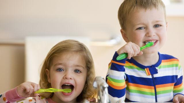 آموزش مسواک زدن به کودکان
