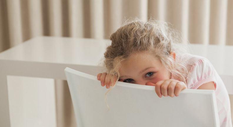 چرا کودکان کمرو هستند؟