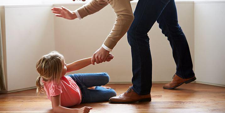 نقش واسطهای تنظیم هیجانی در آسیبهای کودکی و افسردگی