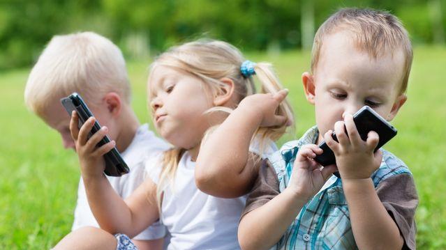 تلفنهای هوشمند در مقابل «فرزندپروری هوشمندانه»