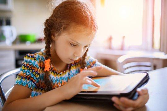 رهنمودهای آکادمی پزشکی کودکان آمریکا برای استفاده کودکان از رسانه های دیجیتال
