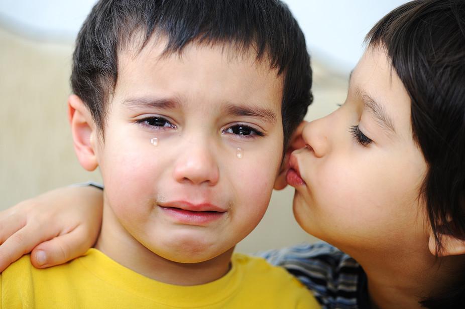 یادگیری همدلی در کودکان در چه سنی و چگونه رخ میدهد؟