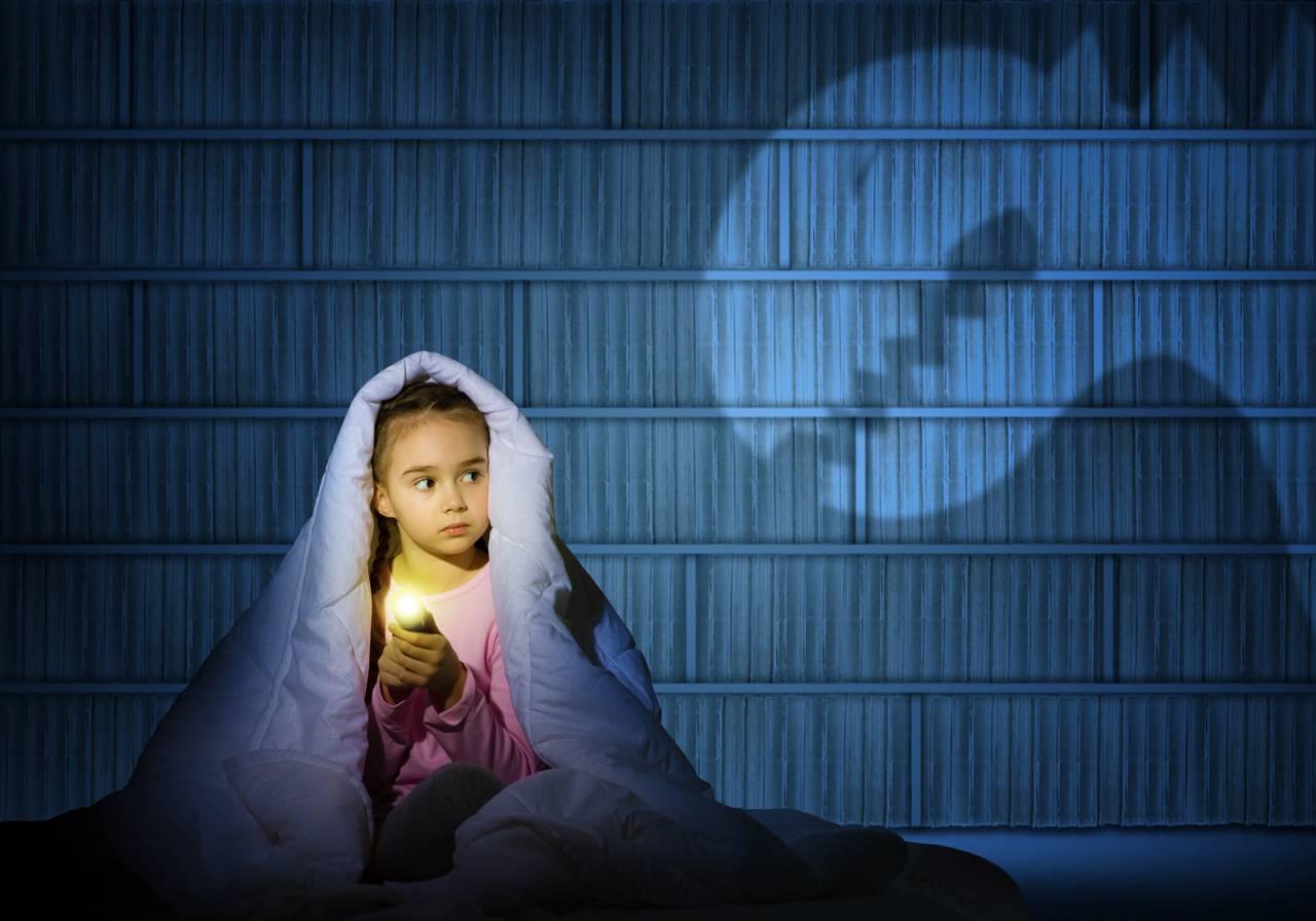 ترس از موجودات خیالی مانند جن، پری، هیولا، روح در کودکان را چه طور رفع کنیم؟